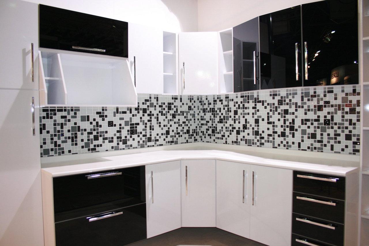 decoração-para-cozinha-com-pastilhas-preto-e-branco